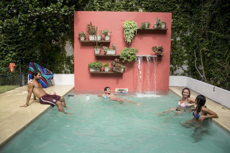 Piscina no Hostel Caravan BA em Buenos Aires