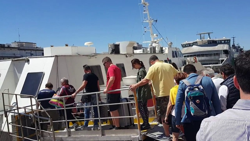 Turistas embarcando em ferry boat Buenos Aires